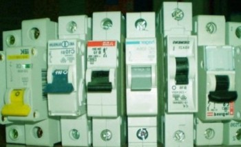 Как правильно выбрать автоматический выключатель и что делать, если он постоянно выбивает?