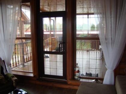 Входные двери из дерева, алюминия и пластика