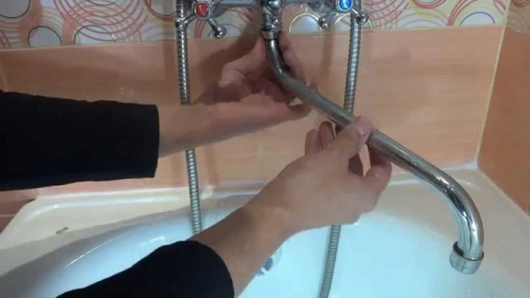 Установка настенного смесителя с нижним изливом
