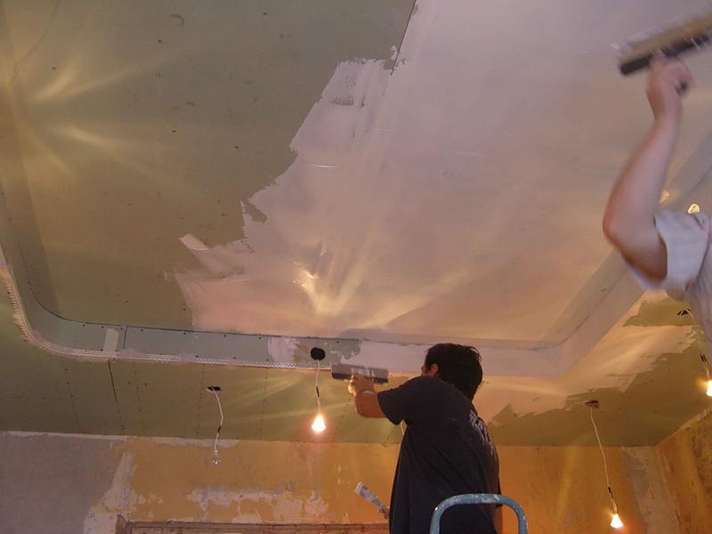 Особенности ремонта потолка