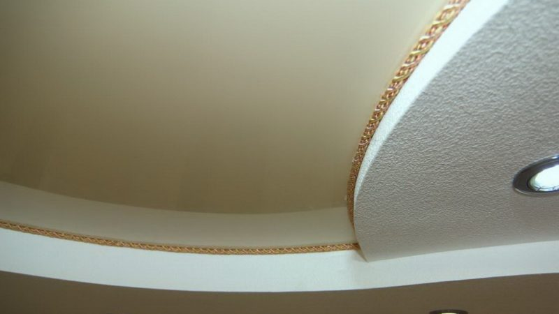 Окантовка для натяжного потолка: какую выбрать и как установить?