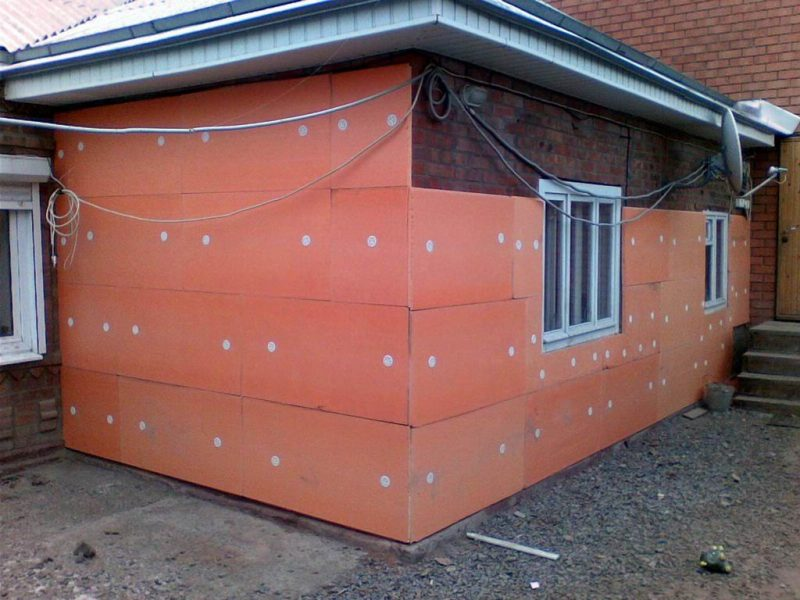 Пенополистирол при теплоизоляции фасада дома