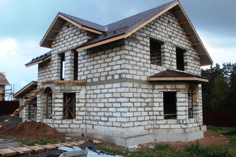 Строительство домов из пеноблоков: что о нем нужно знать?
