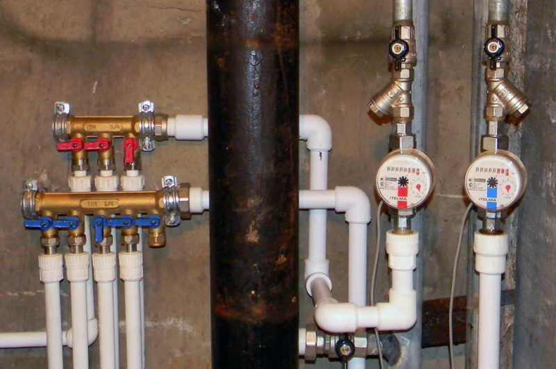 Как застраховаться от протечек водопровода