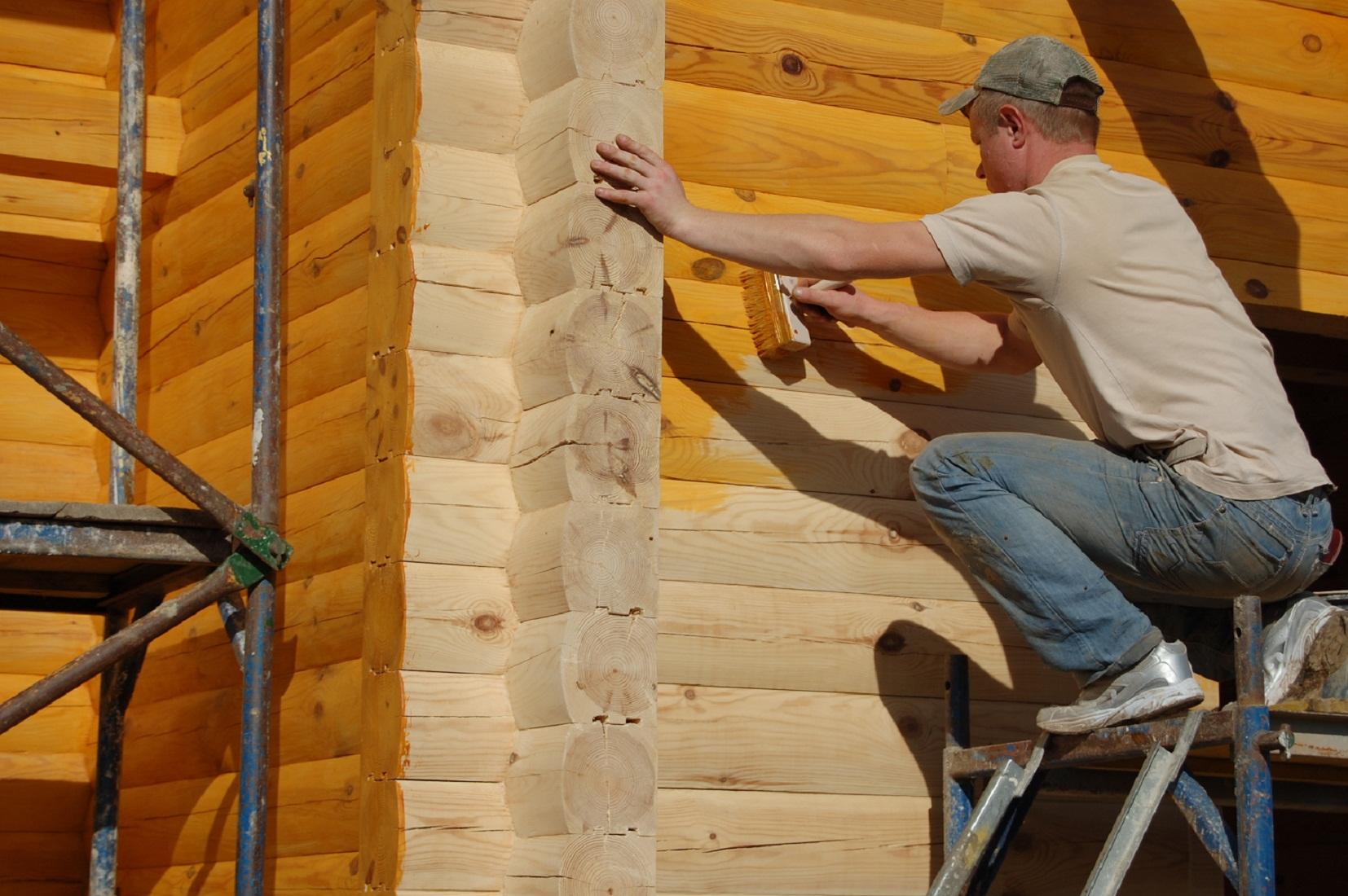 Пропитки, лазури, краски... Чем обработать стены деревянного дома?