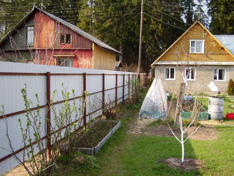 Сосед нарушает строительные нормы. Как его остановить?