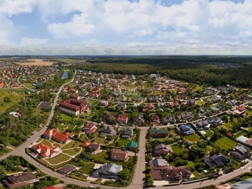 Село или коттеджный поселок? Что лучше?