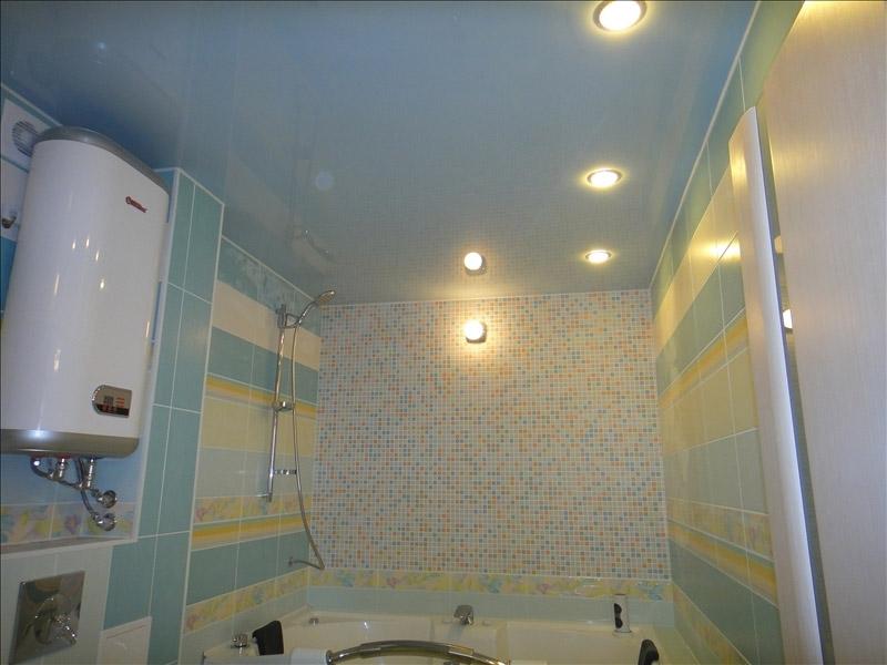 Натяжной потолок для ванной комнаты
