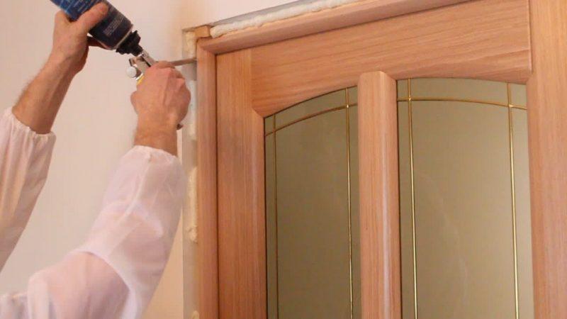 Установка распашной двери