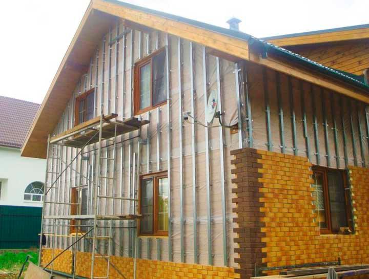 Монтаж облицовочных панелей на фасад дома