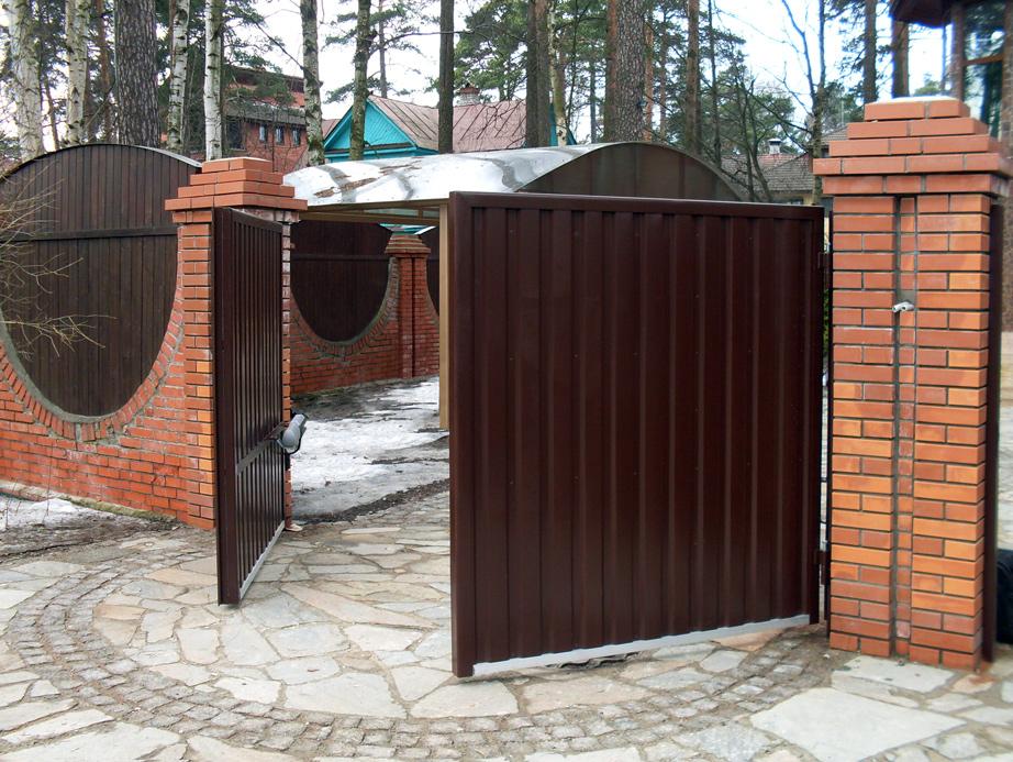 Въездные ворота: откатные или распашные?