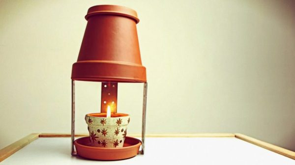 Теплицу согреют свеча и горшок
