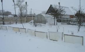 Как обеспечить снегозадержание в саду и огороде